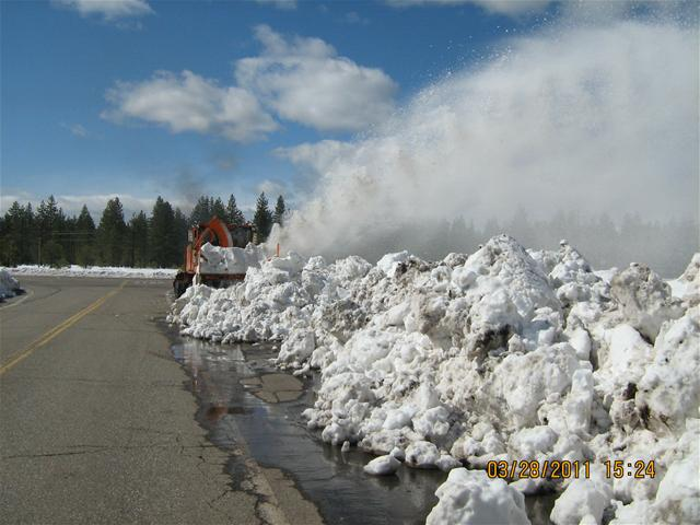 blowing snow late March 2011 004_thumb.jpg